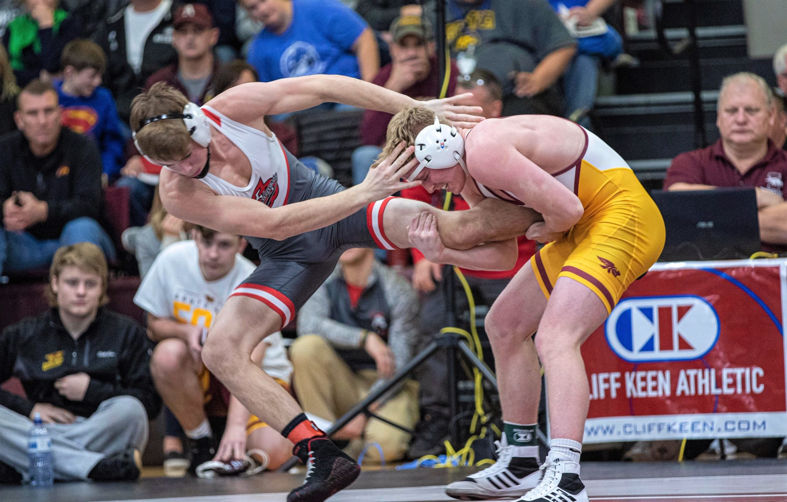 Hawk wrestlers tie for 5th place among 33 teams at Cliff Keen Invitational