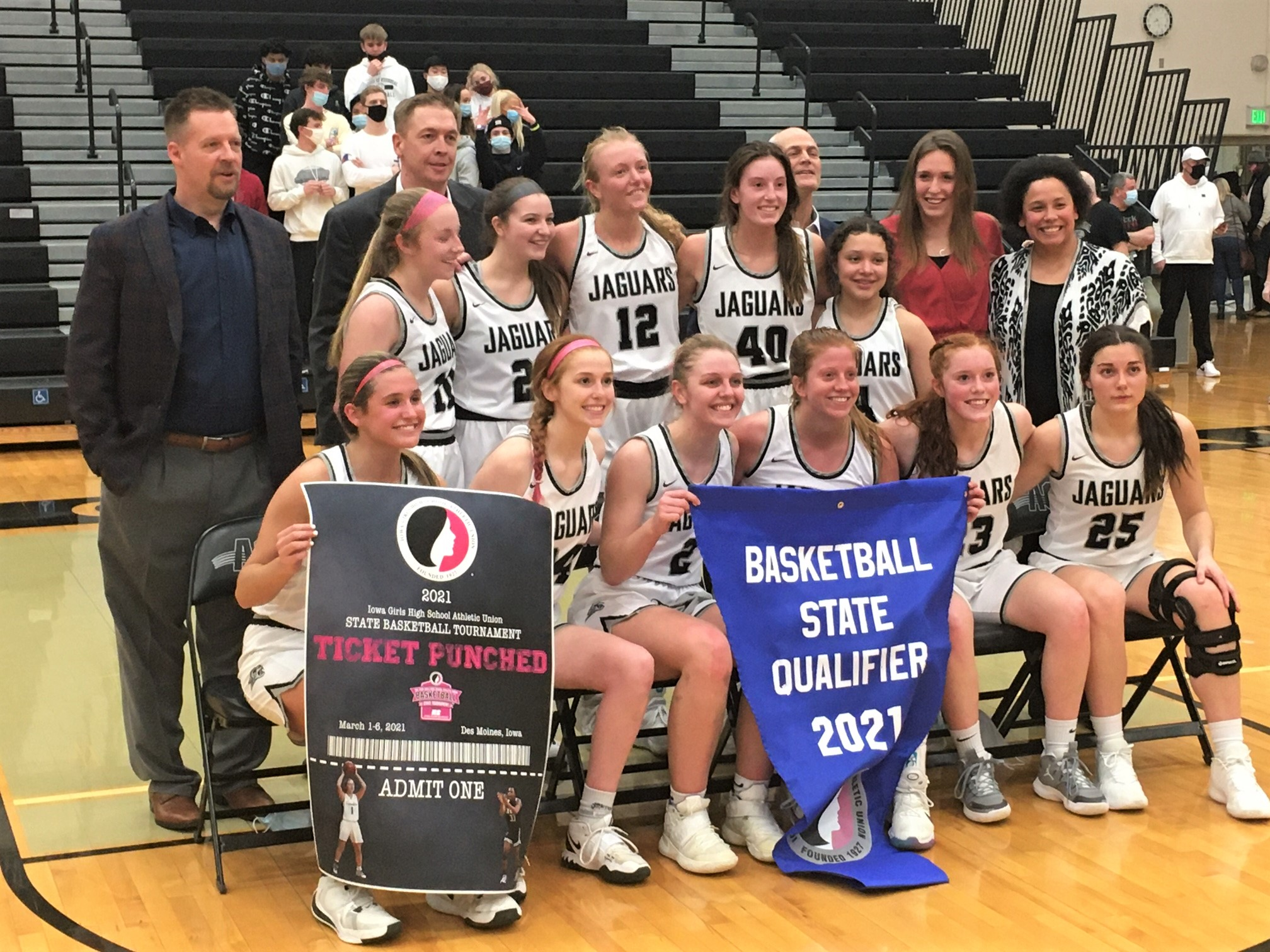Jaguars use epic comeback to edge Roosevelt, advance to state tourney
