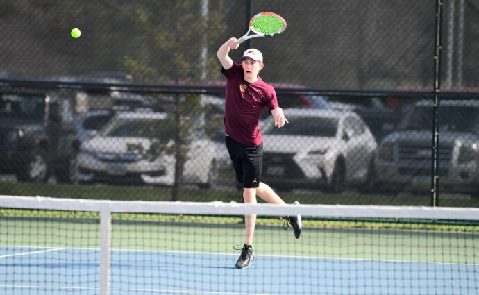 Hawks end season with 5-2 loss at Urbandale in preliminary substate match